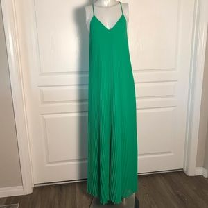 VICTORIAS SECRET GREEN PLEATED MAXI DRESS